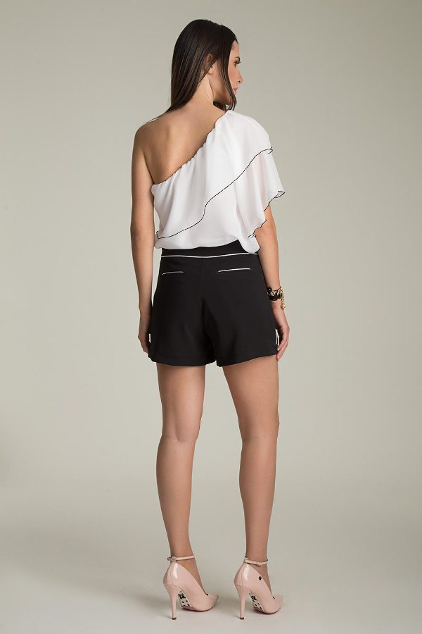 SHORTS WITH BUTTONS