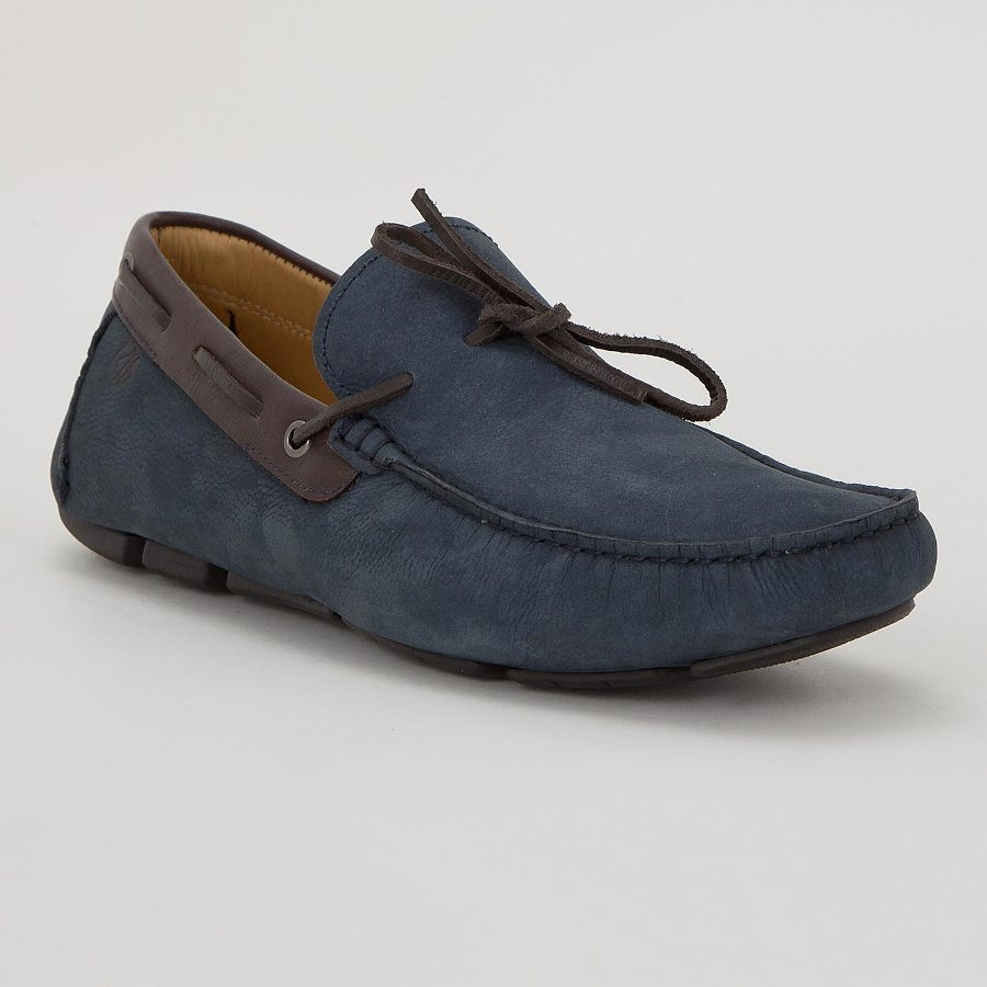 SEWN-ON MOCCASIN