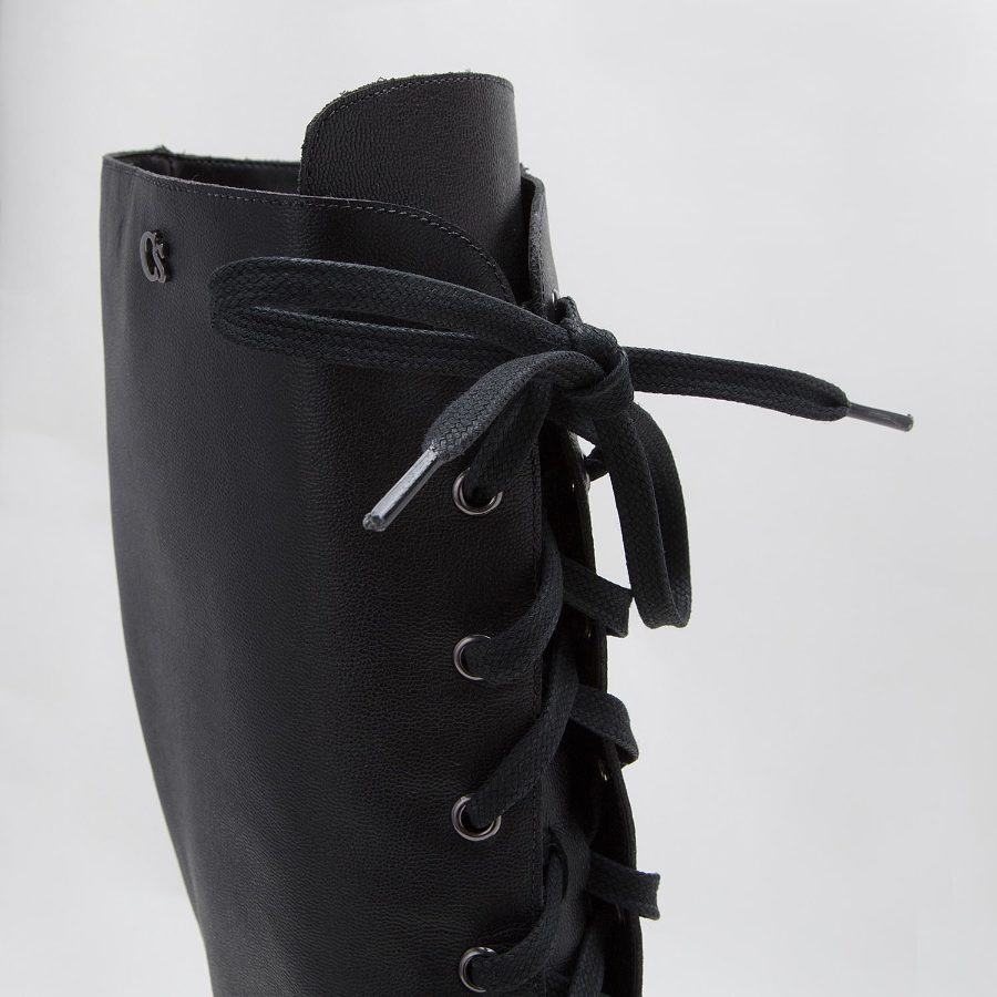 BOOT WITH LACES