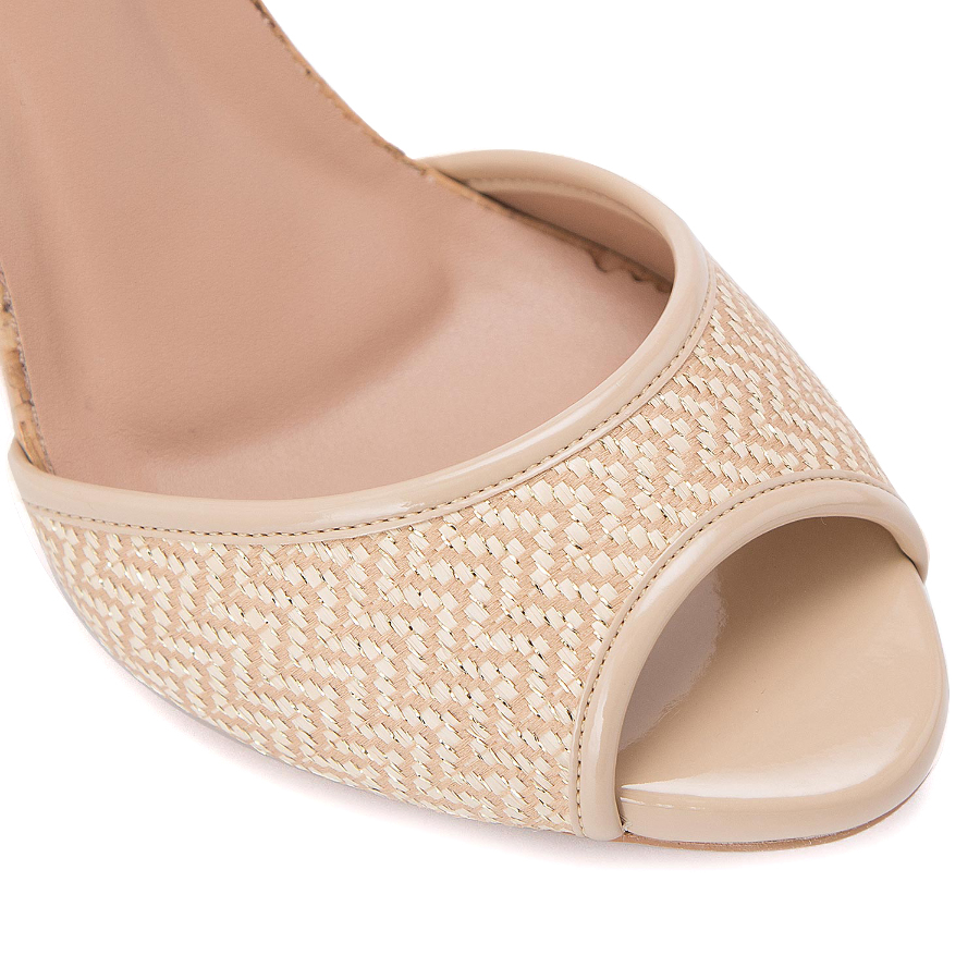 T-strap sandal with yute heel