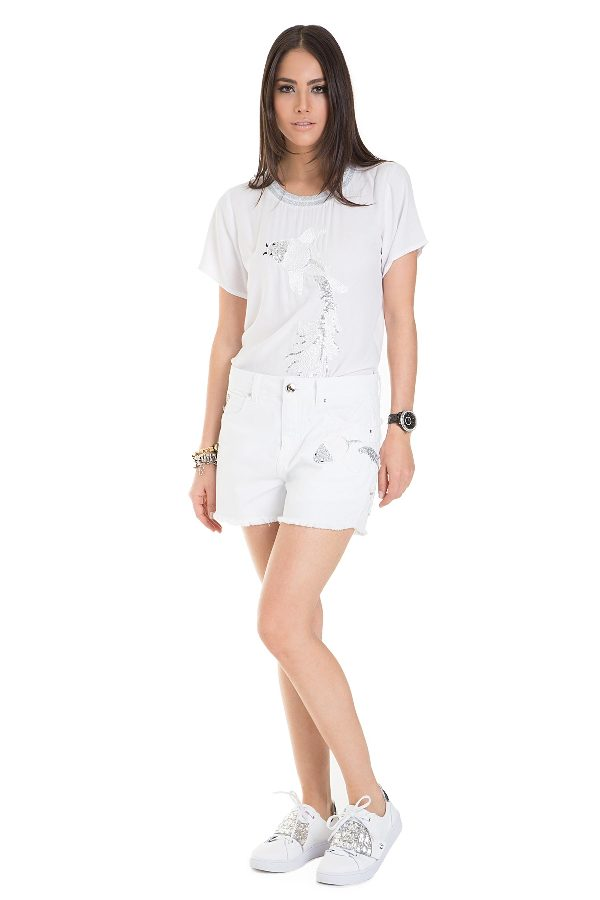 White denim shorts with embroidery