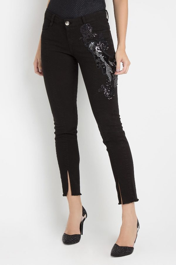 SKINNY PANTS WITH EMBROIDERY