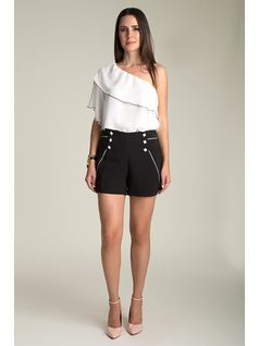 SHORTS WITH BUTTONS front