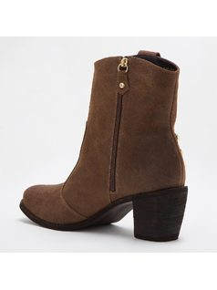 ANKLE BOOTS CON METALES back