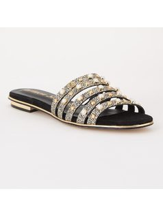 FLAT SANDAL WITH STRAPS AND PEARLS front