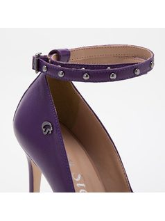 PUMP WITH REMOVABLE STRAP