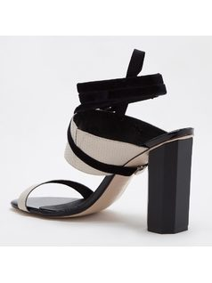 SANDAL WITH REMOVABLE STRAP