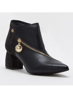 ANKLE BOOT WITH ZIPPER front