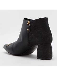 ANKLE BOOT WITH ZIPPER back