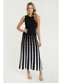 Knit pleated maxi dress