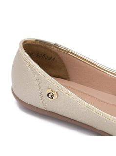 Ballerina flat with matelasse finish back