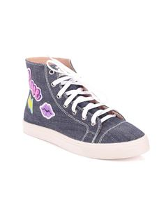 TENNIS SHOE WITH PATCHES