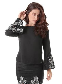 BLOUSE WITH EMBROIDERY front